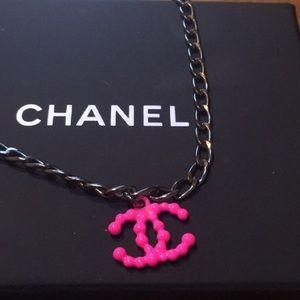 CHANEL Exclusive NEÓN Pink CC Necklace